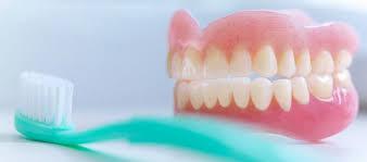 تمیز کردن پروتزهای دندان